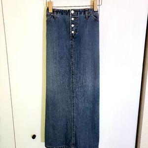 """Long """"GAP"""" Jean Skirt..Size 10"""